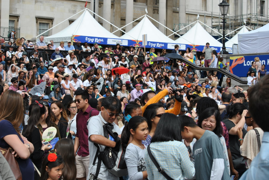 Crowd-(10)